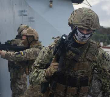 Ukraine's Special Operations Forces officers and their colleagues from NATO member states taking part in joint exercises on UK Royal Navy's destroyer Dragon. October 10, 2020 (Source: facebook.com/usofcom)