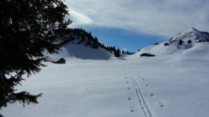 bergpass_winter_spuren