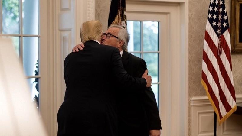 Estados Unidos y la Union Europea alcanzan una tregua en la guerra comercial