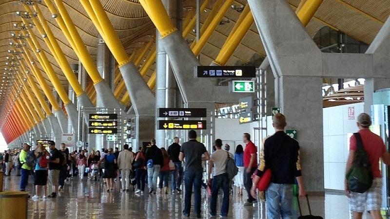 El número de turistas que visitan España cae por primera vez en casi una década