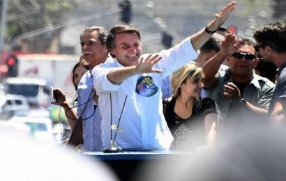 El candidato presidencial brasileño, Jair Bolsonaro, fue apuñalado durante un mitin en Minas Gerais