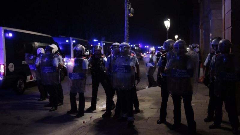 Torra desoyó las advertencias sobre los riesgos de permitir a los violentos cercar el Parlament