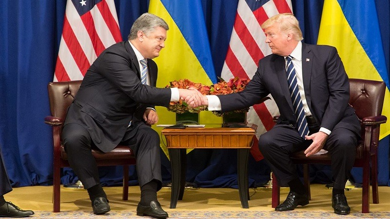 El presidente Poroshenko evoca la amenaza de guerra total con Rusia