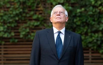 La CNMV multa con 30.000 euros a Josep Borrell por usar información privilegiada sobre Abengoa
