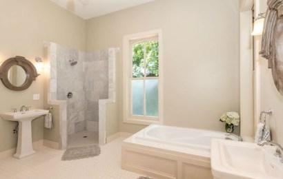 Platos de ducha de resinas minerales, la tendencia más actual en baños