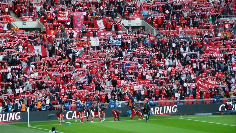 Manchester City y Liverpool no aflojan en la lucha por el título