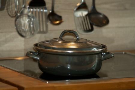 Tapar las ollas al cocinar
