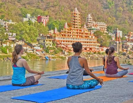 retiros de yoga en la India
