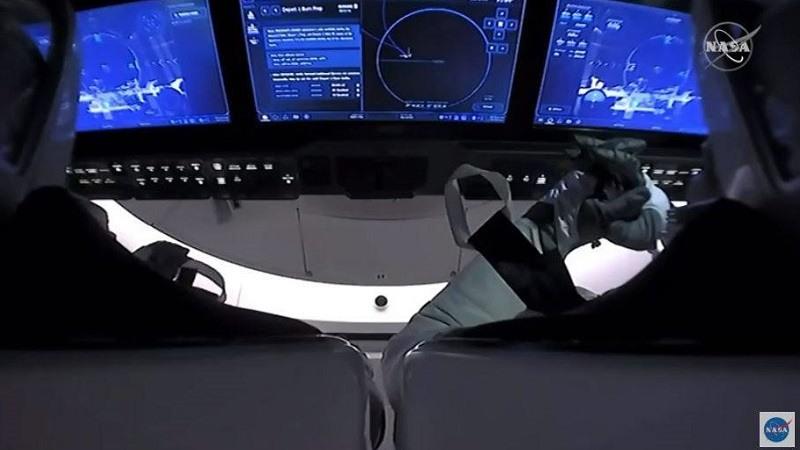Los astronautas de la NASA Doug Hurley y Bob Behnken regresan con éxito a la Tierra tras amerizar en aguas del Golfo de México
