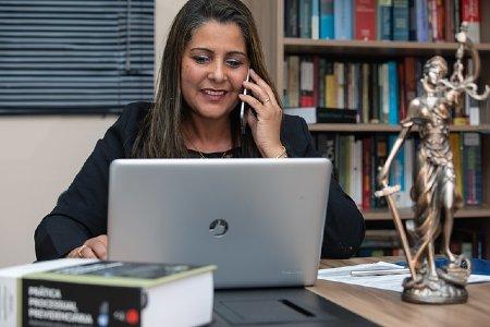 contratar un abogado online