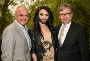 Edgar Böhm (on the left, next to Conchita Wurst and Alexander Wrabetz) was appointed as Executive Producer for 2015.