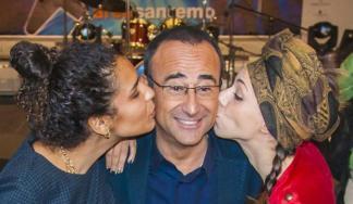 ll conduttore Carlo Conti tra Chaltal Saroldi (Chanty) ed Erika Mineo (Amara)