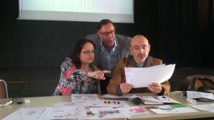 Iulia Badéa et Gian Paolo Accardo, journalistes à Vox Europ entourant Luc Foucault-Gini