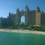 巨大ホテルがテーマパークに!人口島にそびえ立つ「Atlantis The Palm」(アトランティス・ザ・パーム)