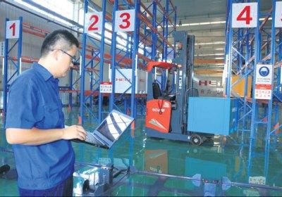 a technician of anhui heli based in heifei anhui province ...