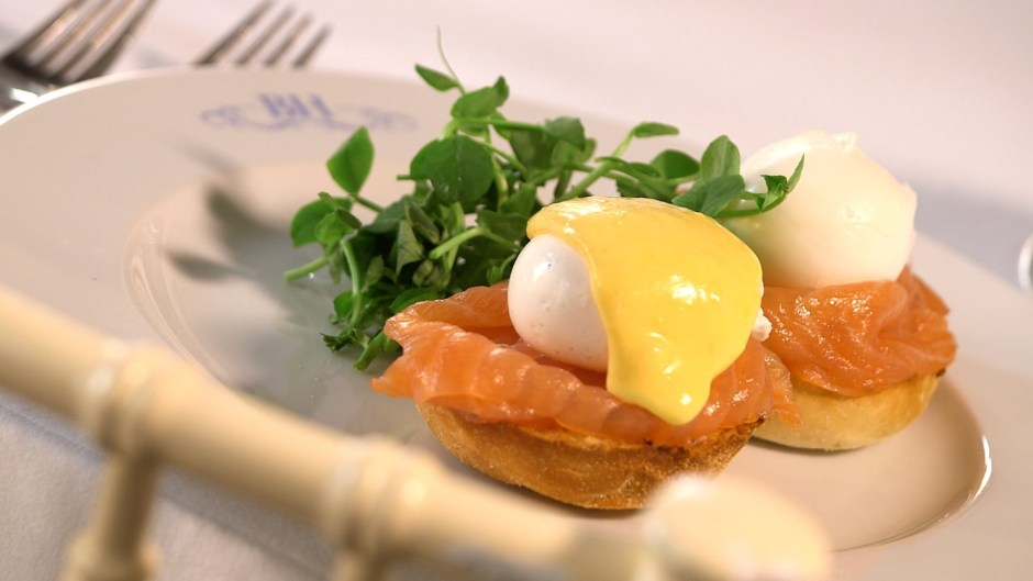 brunch-eggs-royale