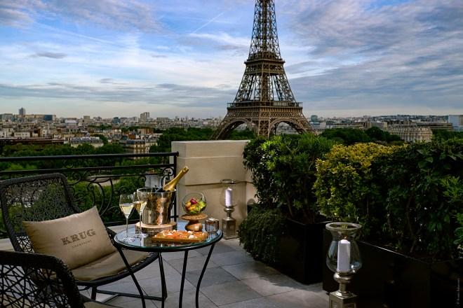 Le-Bar-à-ciel-ouvert-by-Krug-au-Shangri-La-Hotel-Paris_HD@Roméo-Balancourt2