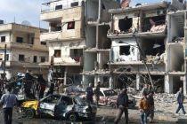 Ciudadanos sirios en el lugar de la explosión en Homs. Fuente: AP