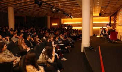 El auditorio del edificio B lleno para recibir a Got Talent