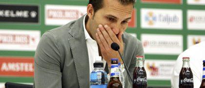 GRA255. ELCHE (ALICANTE), 06/06/2016. El ya exentrenador del Elche, Rubén Baraja, emocionado durante la rueda de prensa en la que ha anunciado su marcha del club. EFE/Manuel Lorenzo.