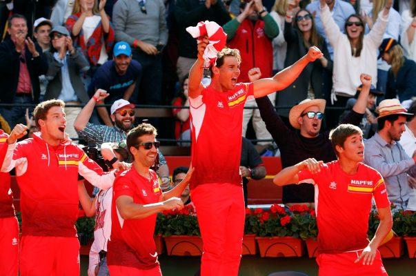 Rafa Nadal (2º d) y Marc López (2º i), celebran un punto durante el último partido de la eliminatoria España-Alemania de cuartos de final de la Copa Davis // EFF