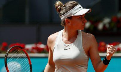 La tenista rumana Simona Halep, celebra su triunfo tras su victoria contra la belga Elise Mertens, en el Masters 1000 Mutua Madrid Open que se disputa en la Caja Mágica. Fuente: EFE/Mariscal