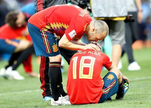 Iniesta y Jordi Alba al final del partido / EFE