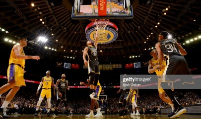 OAKLAND, CA - FEBRUARY 2: Stephen Curry #30 of the Golden State Warriors shoots the ball against the Los Angeles Lakers on February 2, 2019 at ORACLE Arena in Oakland, California. NOTE TO USER: User expressly acknowledges and agrees that, by downloading and or using this photograph, User is consenting to the terms and conditions of the Getty Images License Agreement. Mandatory Copyright Notice: Copyright 2019 NBAE (Photo by Noah Graham/NBAE via Getty Images)