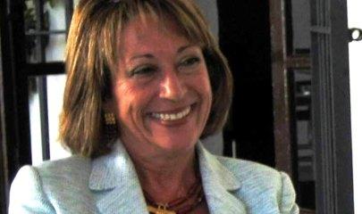 Carmen Mena, Doctora en Historia de América