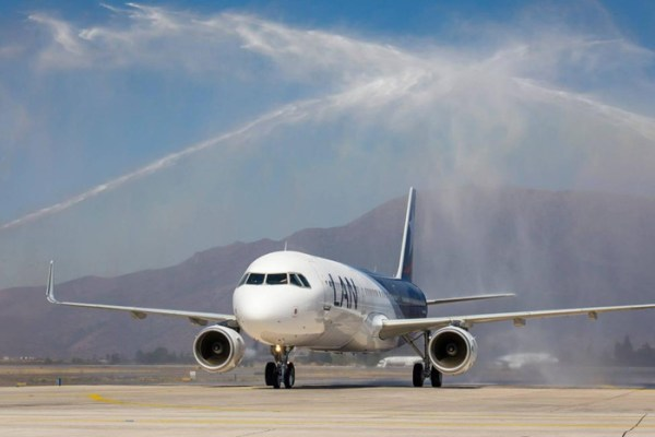 Water cannon salute for the first LAN Airbus A321