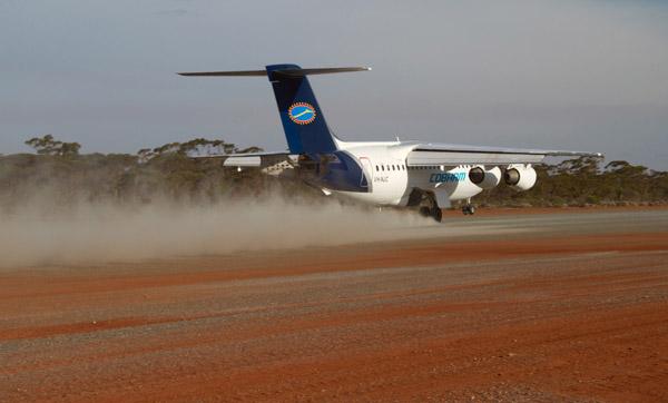 BAe 146 on an unpaved runway in Australia (© BAE Systems)