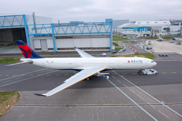 Delta Air Lines' 242 tonne take-off weight A330 rolls out of paintshop. (© Airbus, P.Masclet)