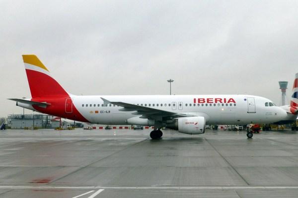 Iberia Airbus A320-200 (CC BY-SA J. Taggart)