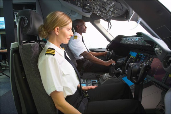 Pilots durings a training session (© Boeing)