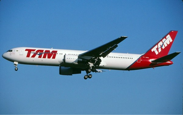 TAM Boeing 767-300ER (GFDL 1.2 Aviation Photography of Miami)