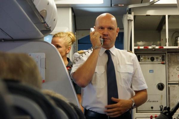 Der Pilot erklärt die Vorgänge zur Startvorbereitung (© O. Pritzkow)