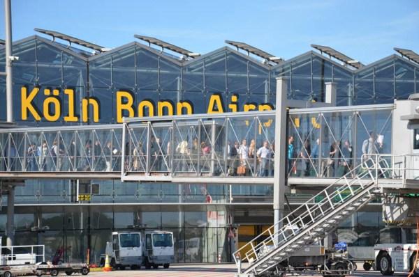 Passagiere am Flughafen Köln-Bonn (© CGN Airport)