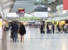 Passagiere im Terminal (© Dortmund Airport)