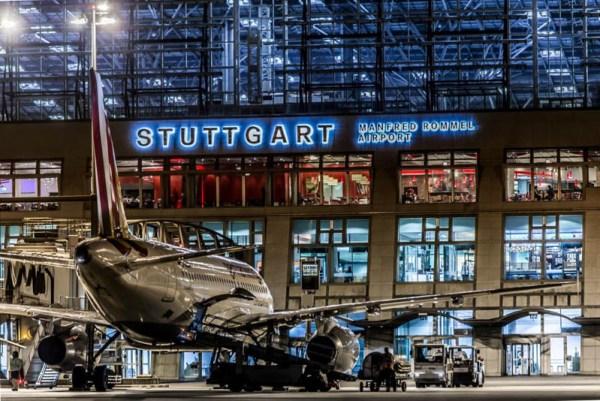 Stuttgart Airport bei Nacht (© Flughafen Stuttgart)