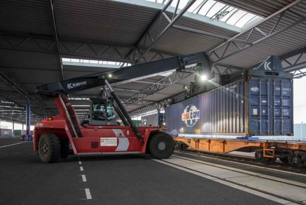 PortGround entlädt Frachtzug am Leipzig Halle Airport (© U. Schossig)