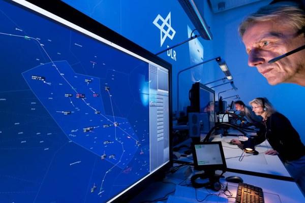 Experimentaleinrichtung zur Simulation beliebiger Luftverkehrssituationen in Echtzeit (© DLR)