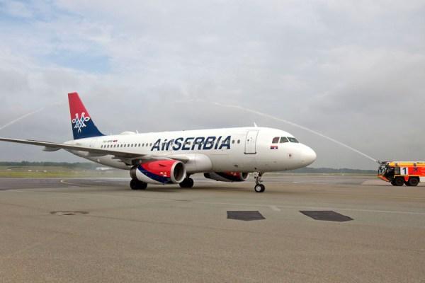 Begrüßung der Air Serbia durch die Hamburger Flughafenfeuerwehr (© HAM Airport)