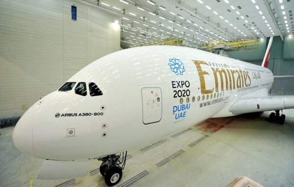 Neu lackiertes Flugzeug (© Emirates)