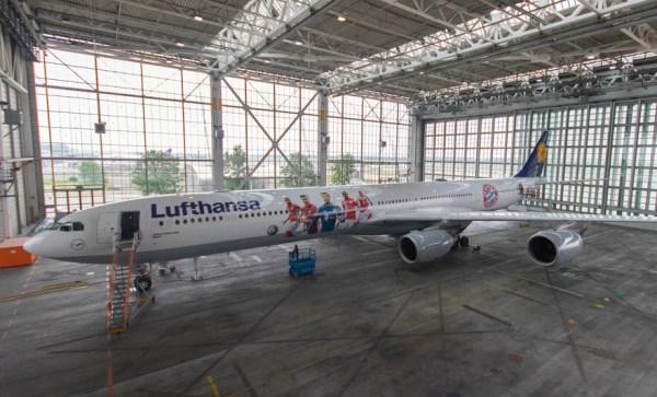 A340 der Lufthansa im FC Bayern-Look (© LH)