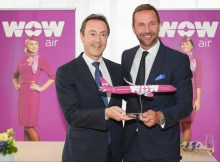 Fabrice Brégier, Airbus President and Chief Executive Officer (links), Skúli Mogensen, Gründer und CEO von WOW air (rechts) © Airbus
