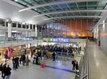 Fluggäste an der neuen Sicherheitskontrollstelle A am Dortmunder Flughafen (© DTM Airport, H.-J. Landes)