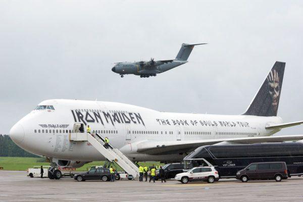 Iron Maiden Tour-Jumbo Ed Force One und Airbus A400M auf der ILA 2016 (© O. Pritzkow)