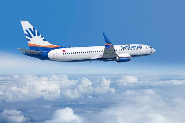 Boeing 737 MAX 8 in den Farben der SunExpress