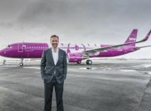 CEO Skuli Mogensen vor WOW A321 (© Wow Air)