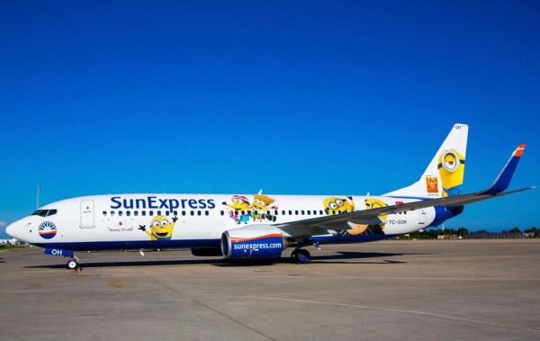 Boeing 737-800 von SunExpress mit der Kennung TC-SOH im Minion-Look (Foto: Sun Express)